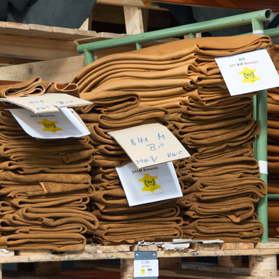Bio-Leder in der Fabrik fuer die Herstellung der Oekolederbaender fuer JACQUES FAREL hayfield Uhren