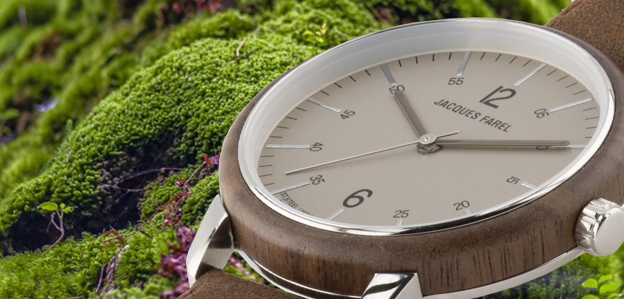 Waldboden und Moos mit ORW 1002 Unisex Uhr mit Holzring aus Walnussholz und Oeko-Lederband von JACQUES FAREL hayfield und einem Durchmesser von 38 mm